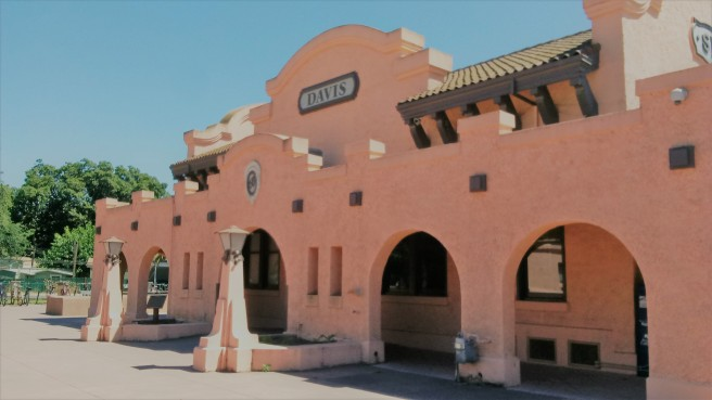 Davis - Amtrak station.jpg